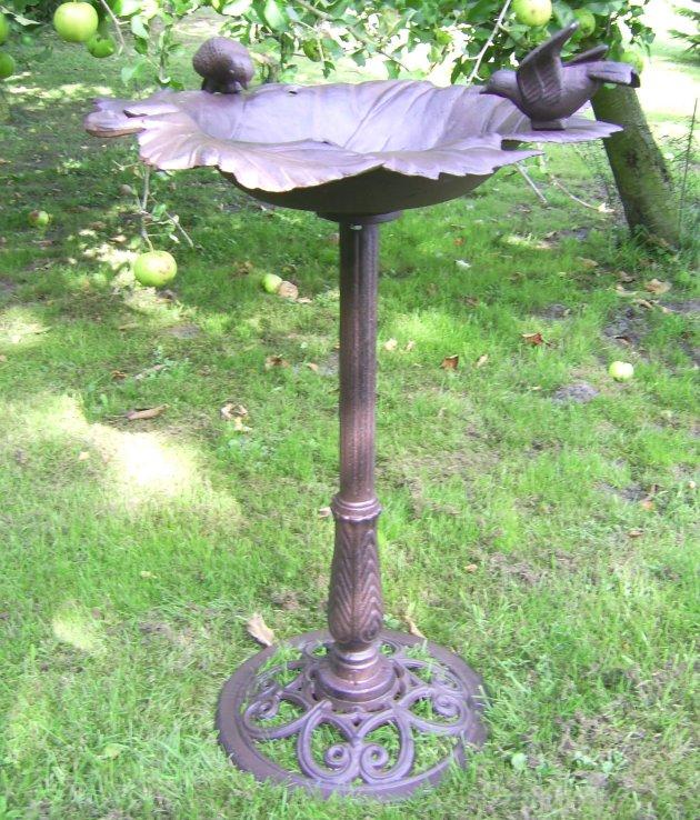 Grosse vogeltr nke vogelbad antik stil gartendeko for Gartendeko gusseisen