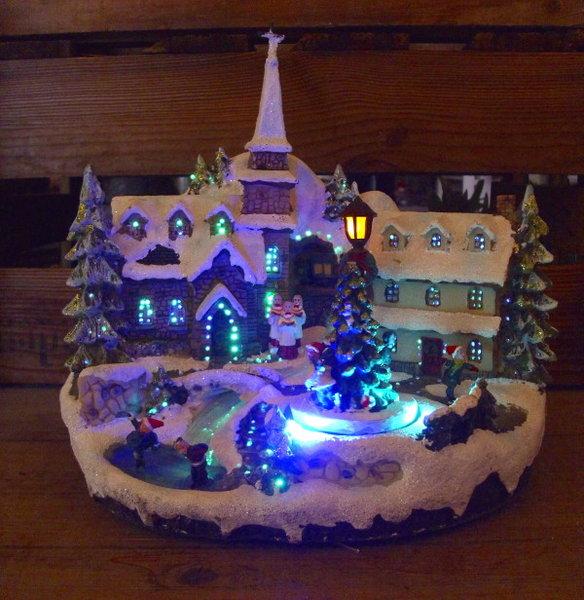 Weihnachtsdeko dorf weihnachtsdorf beleuchtet mit for Nostalgische weihnachtsdeko