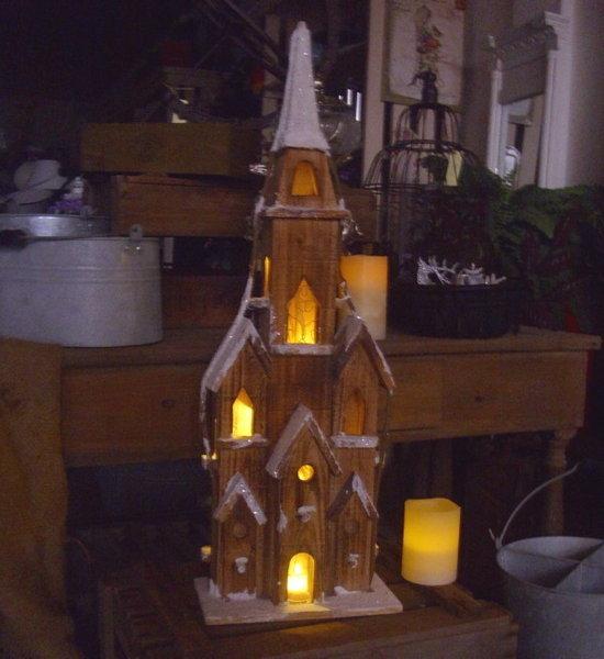 Grosse winter weihnachtsdeko kirche winterdorf beleuchtet for Grosse esstische aus holz