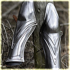 "Greaves ""Erinnye"" decortaed, polished"
