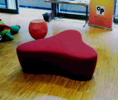 chat pouf smal sitzlandschaft klein clemens portmann. Black Bedroom Furniture Sets. Home Design Ideas