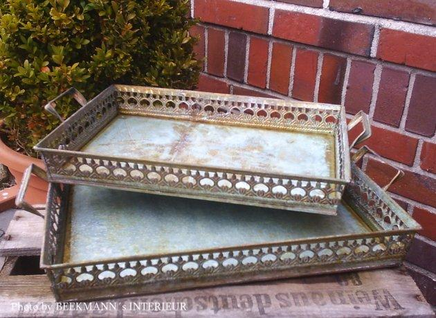 Tablett mit Rand antik Vintage grau grün Landhaus Metall rund Dekotablett patina