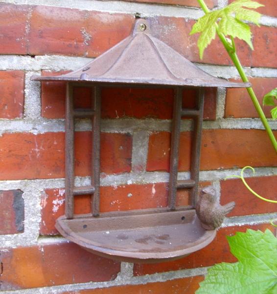 Casetta per uccelli abbeveratoio stile antico gli for Case stile antico