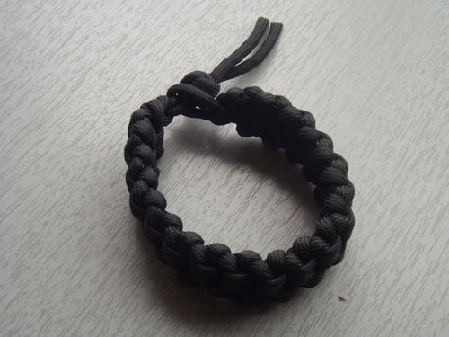 PARACORD BLACK SHARK JAW BONE