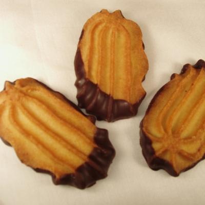 Wiener-Schokobutterspritzgebäck mit Zartbitterschokolade