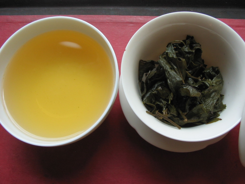 Dong Ding Oolong Old Style Aufgussblätter und Tasse