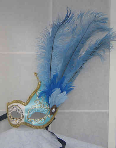Venetian colombine swan-mask, wave-shaped, with feathers
