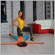 Apartment wrestling match - Jillian vs Renee