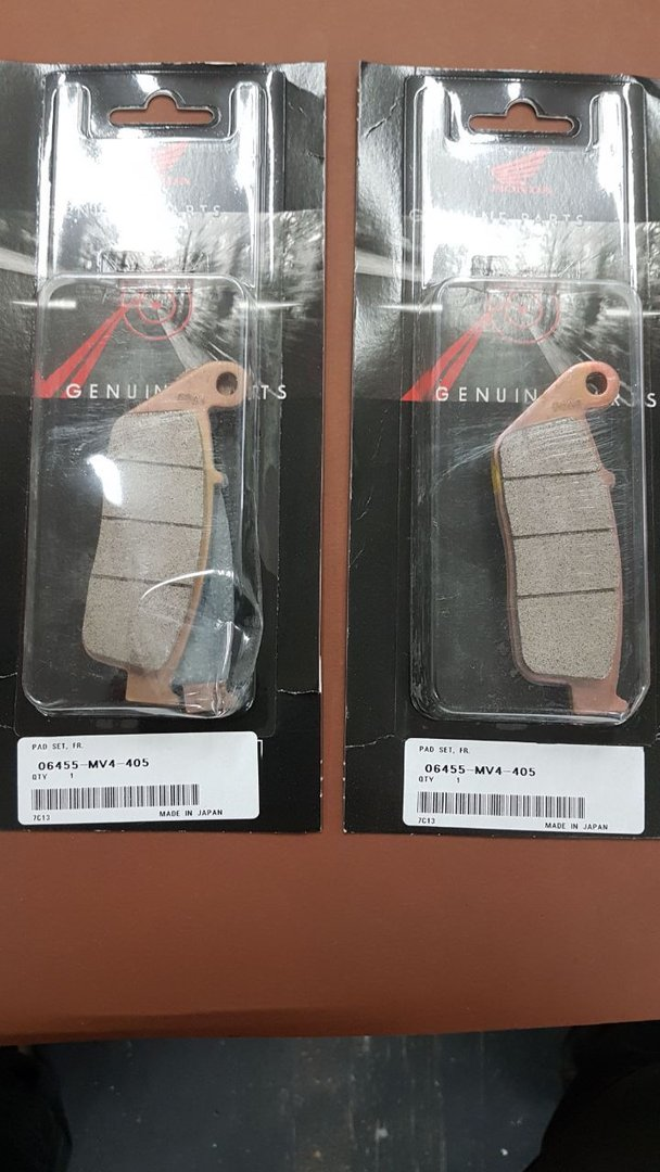 Brake pads Valkyrie front complete, 06455-MV4-405