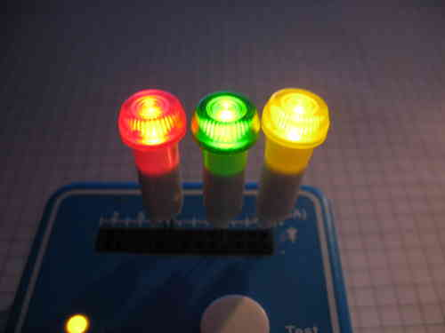Scale LED Fassung Wahlweise ROT/GRÜN/GELB für 5 mm LEDs Kunsstoff D=10 mm