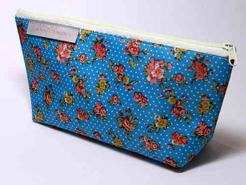 "pencil case ""ROSES ON TURQUOIS"" PVC Ripstop"